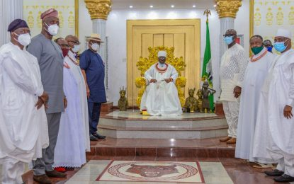 Obaseki leads PDP Governors on thank you visit to Benin Monarch